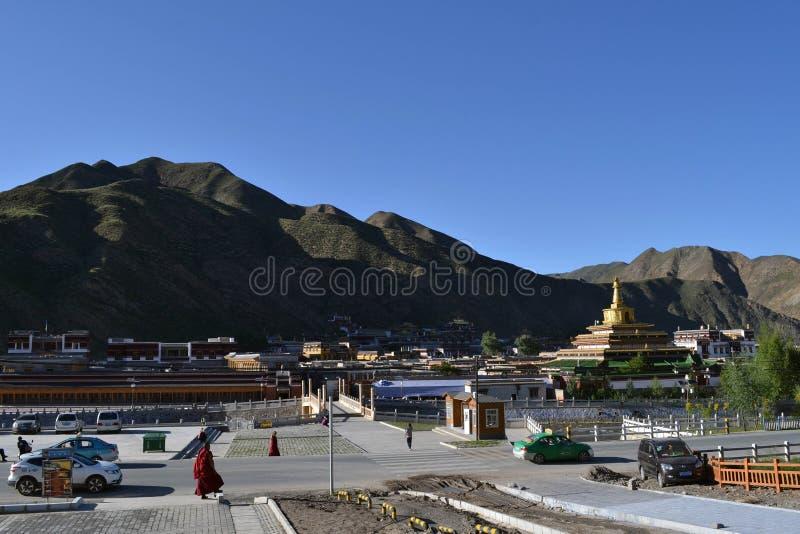 Livet runt om Labrang i Xiahe, Amdo Tibet, Kina Vallfärdar ar arkivbilder