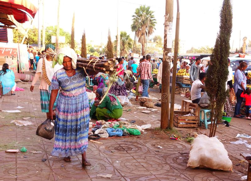 Livlig ethiopian marknad royaltyfri foto