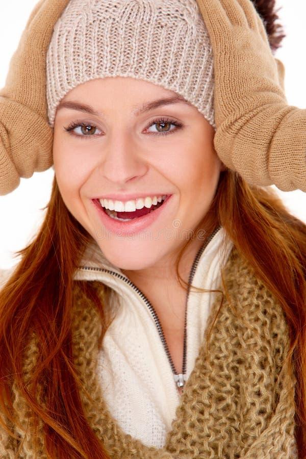 Livlig kvinna i vintermode arkivfoto