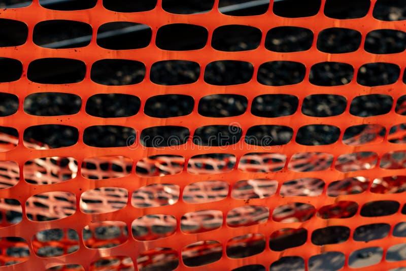 Livlig orange konstruktionssäkerhetsnät royaltyfria foton