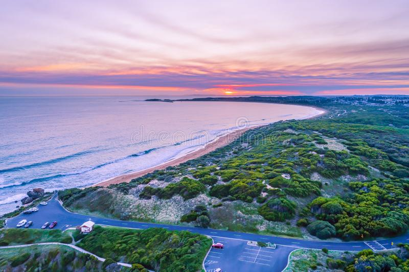 Livlig solnedgång över havet royaltyfri fotografi