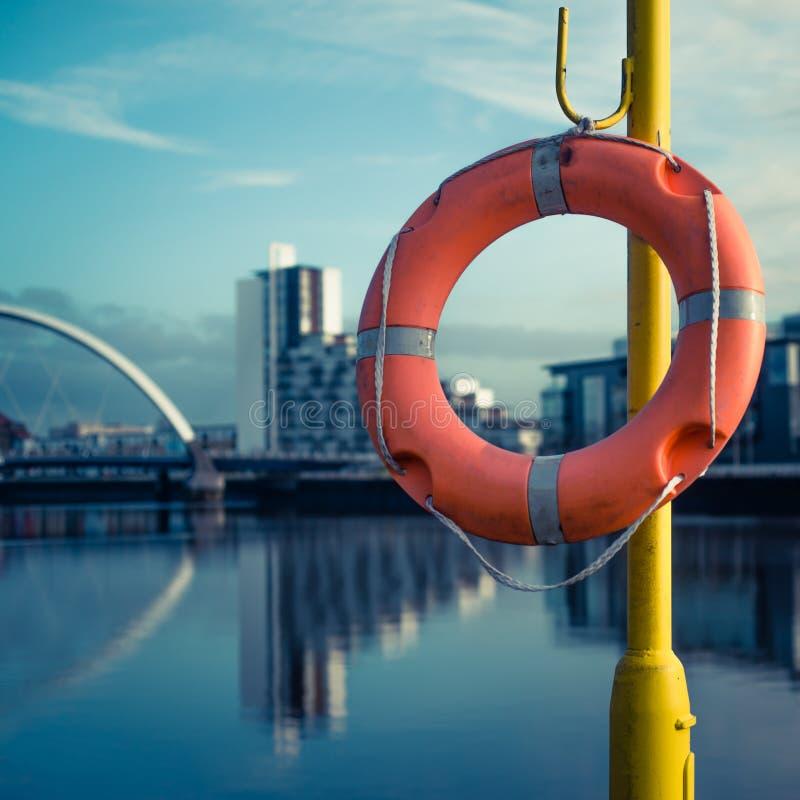LivPreserver bredvid floden Clyde, Glasgow Scotland royaltyfri fotografi