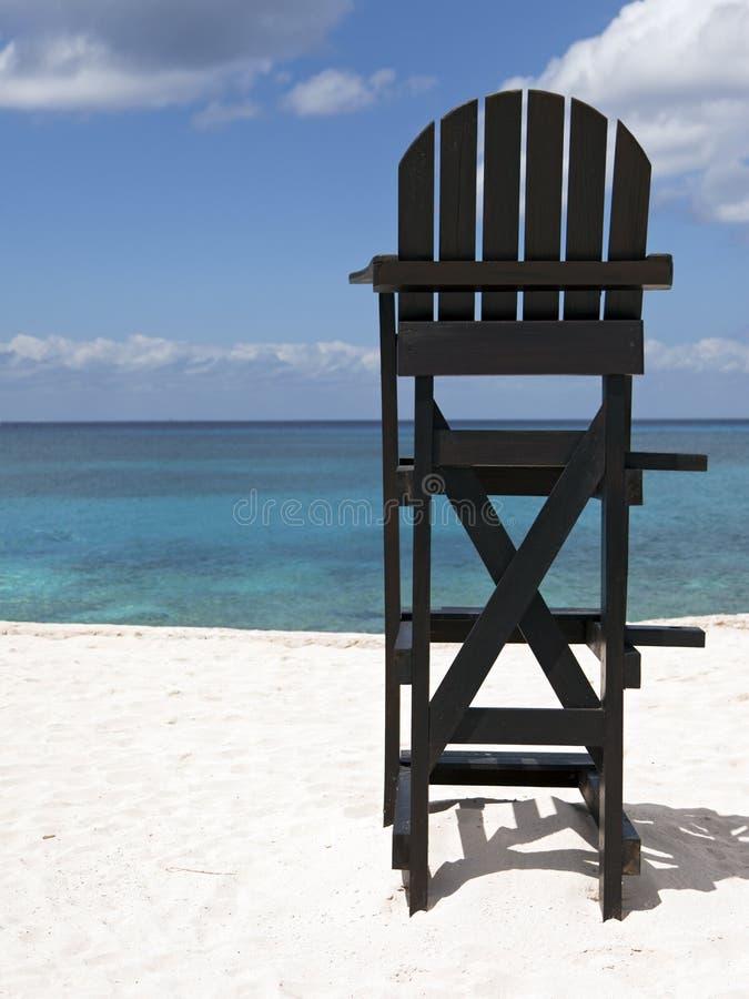 Livräddare Chair på den tropiska stranden royaltyfri foto