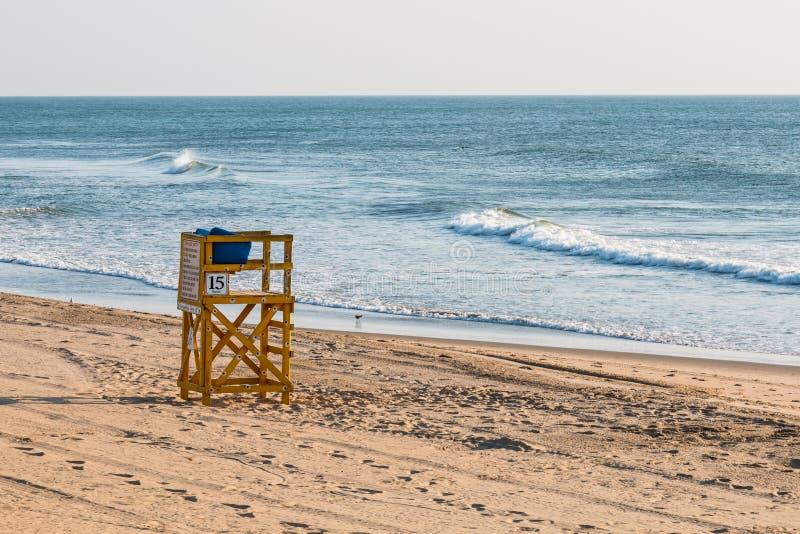 Livräddare Tower på stranden på Virginia Beach Oceanfront arkivbilder