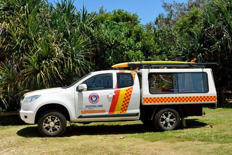 Livräddarebensindriven bil på solskenstrandsöder av Noosa, QLD fotografering för bildbyråer