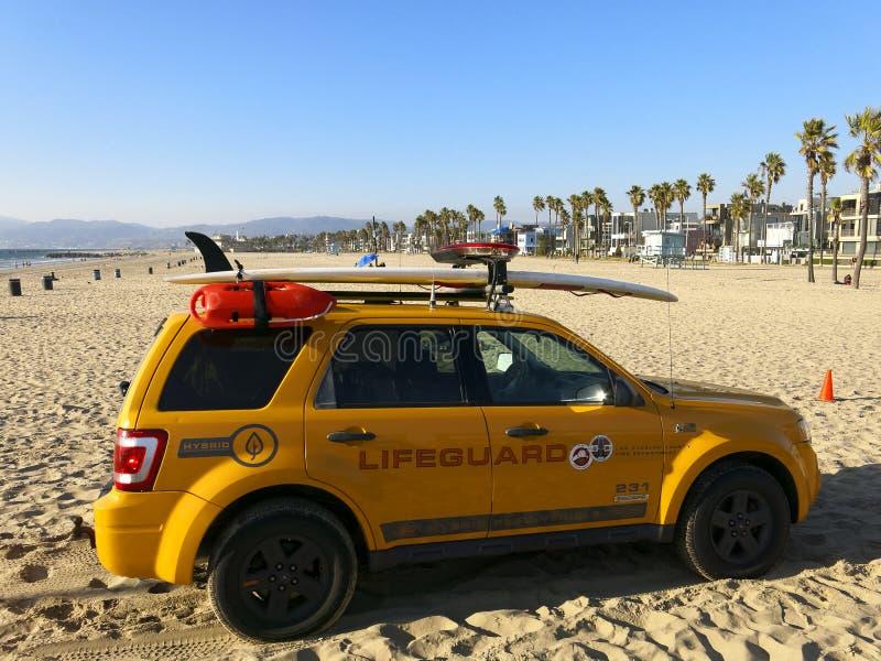 Livräddarelastbil på den Venedig stranden arkivfoto