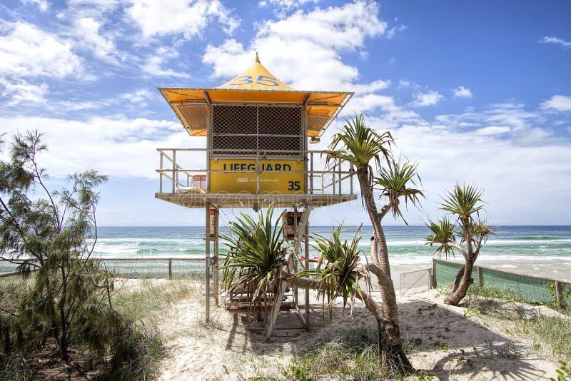 Livräddarepatrulltorn nummer 35 på stranden, Gold Coast royaltyfri foto