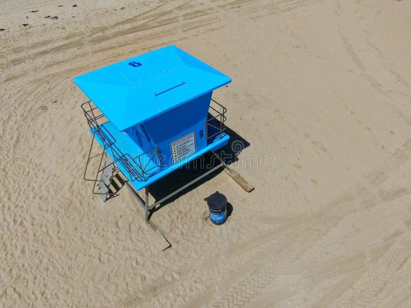 Livräddaretorn för flyg- sikt på Huntington Beach arkivfoto