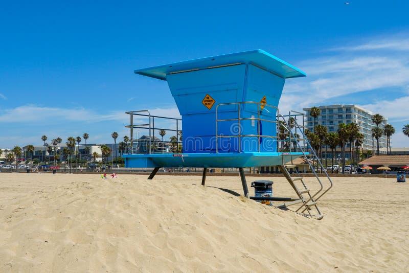 Livräddaretorn på Huntington Beach royaltyfri bild