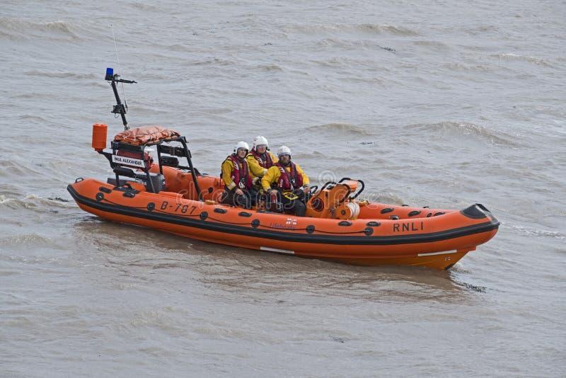 Livräddningsbåt på havet i Weston-toppen-stoen, UK fotografering för bildbyråer