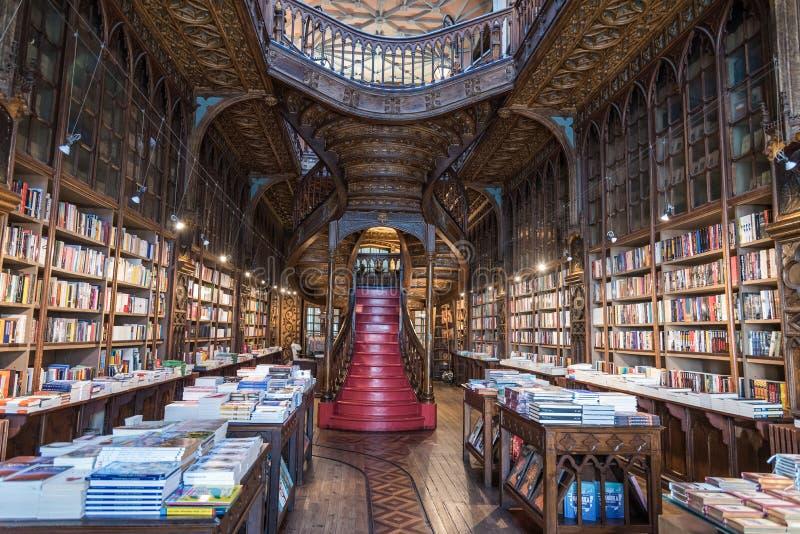 Livraria Lello, en av de äldsta bokhandlarna i Porto, Portugal fotografering för bildbyråer