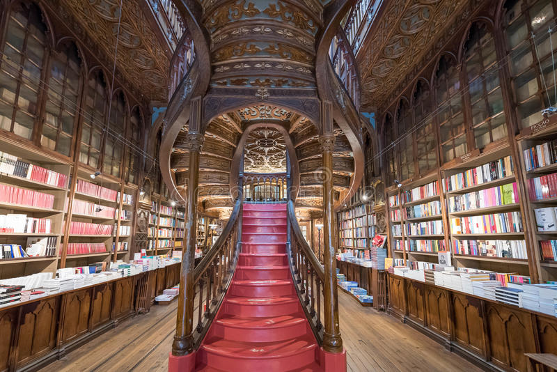 Livraria Lello, la libreria famosa a Oporto, Portogallo fotografie stock libere da diritti