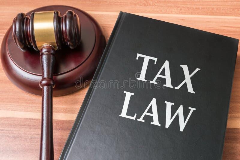 Livre avec des droits fiscaux Justice et concept de législation image libre de droits