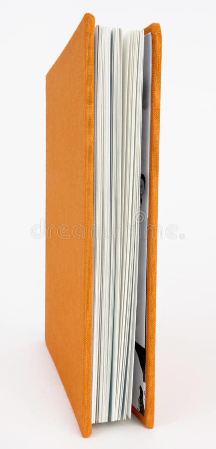 Livre avec la couverture orange photographie stock