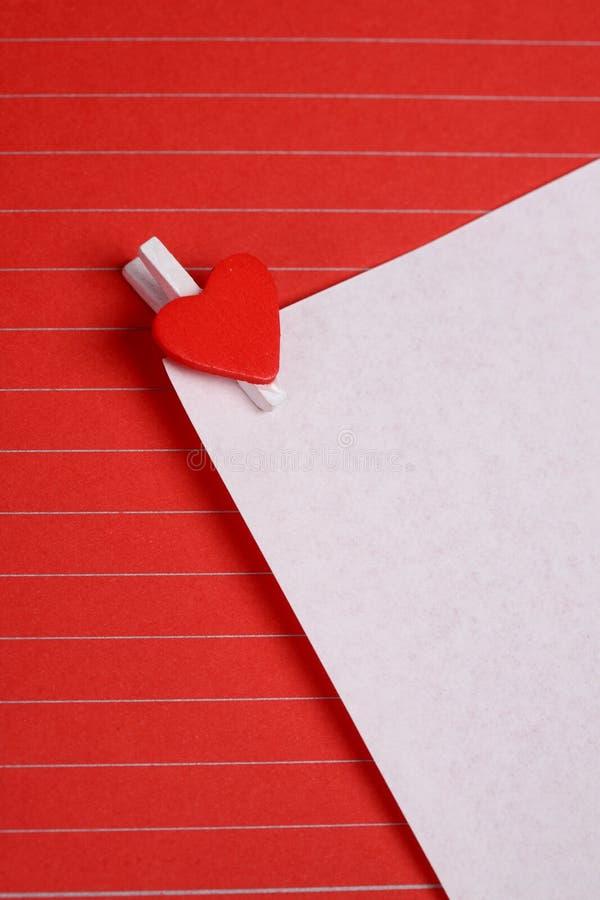 Livre blanc avec le clip de forme de coeur photo libre de droits