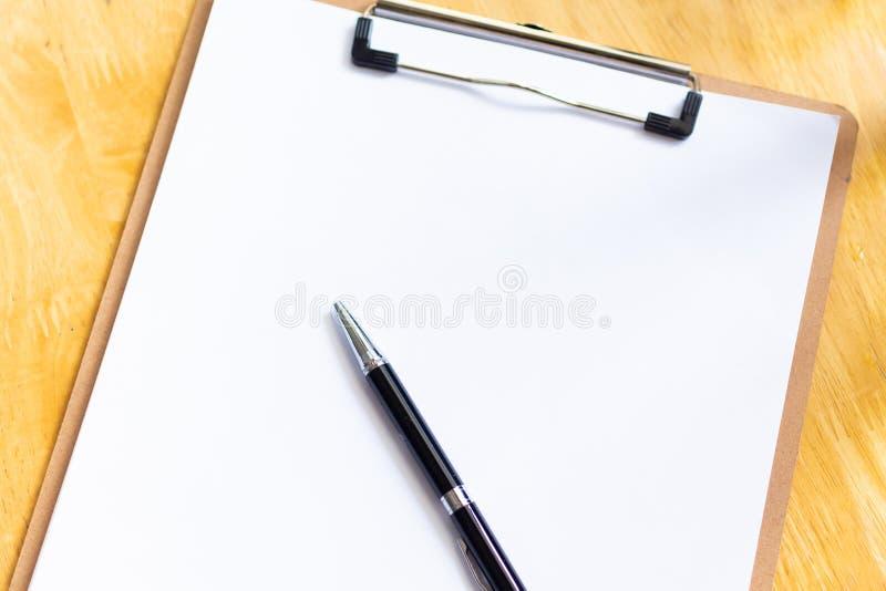 Livre blanc pour la note, le procédé de travail ou le progrès du travail Utilisation d'image pour le concept de fond d'affaires photo libre de droits