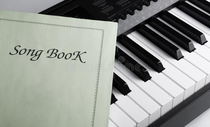 Livre de clés et de chanson de piano photos stock