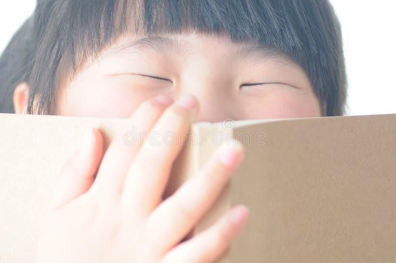 Livre de lecture d'enfant photos stock