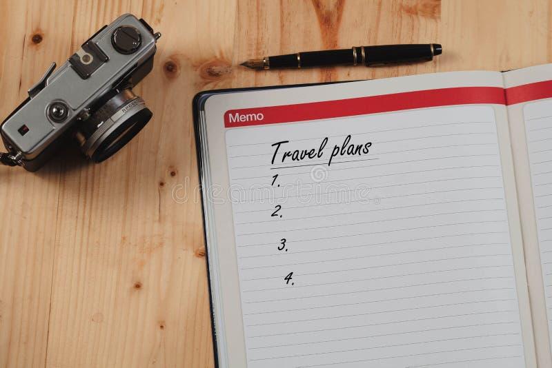 Livre de note pour le plan de voyage au monde pour trouver l'aventure photo libre de droits