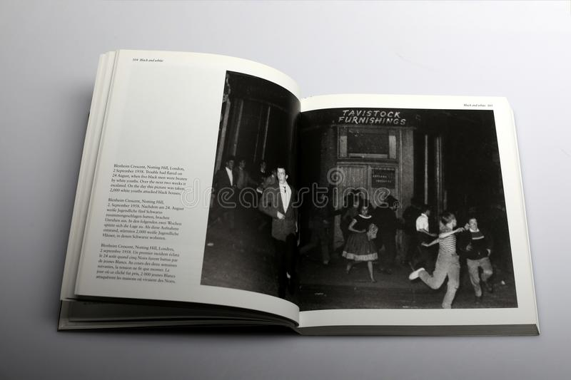 Livre de photographie par Nick Yapp, Blenheim Crescent, Notting Hill, Londres, 1958 photos libres de droits