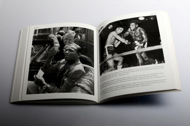 Livre de photographie par Nick Yapp, boxeur américain Sugar Ray Robinson à Paris photo stock