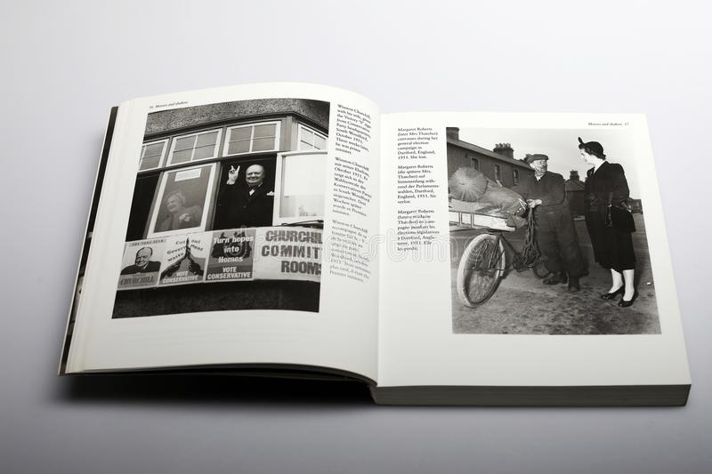 Livre de photographie par Nick Yupp, Winston Churchill et Margaret Roberts plus défunt Thather photos libres de droits