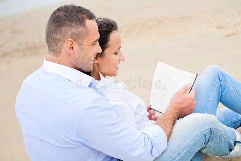 Livre de relevé de couples photos stock