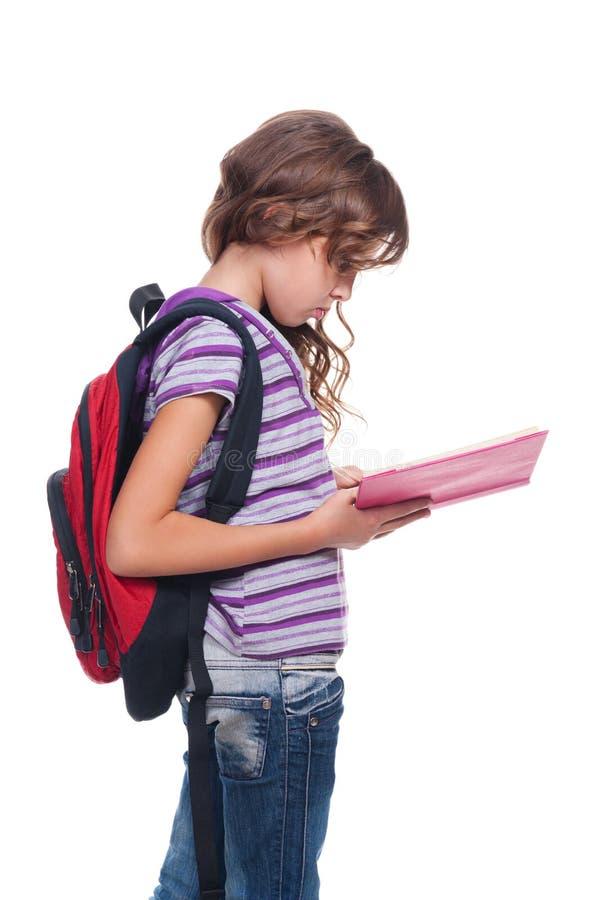 Livre de relevé sérieux d'écolière photographie stock libre de droits
