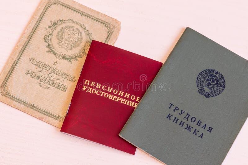 Livre de travail, identification de pension, plan rapproché d'acte de naissance photographie stock libre de droits