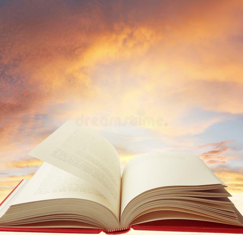 Download Livre en ciel image stock. Image du manuel, nuage, future - 77163059