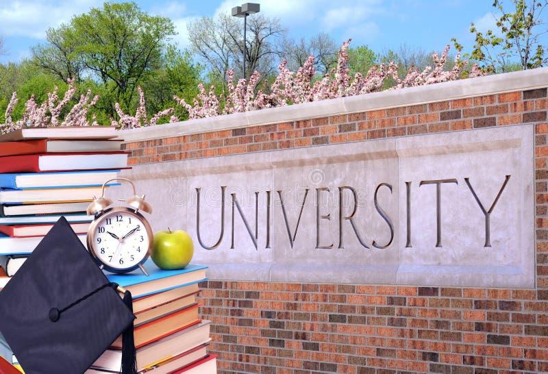 Livre et université photographie stock