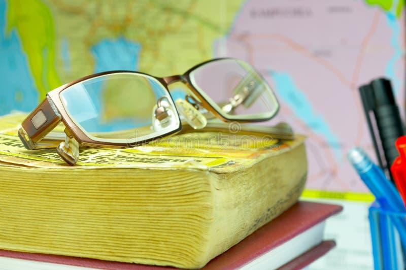 livre, glaces et carte photographie stock