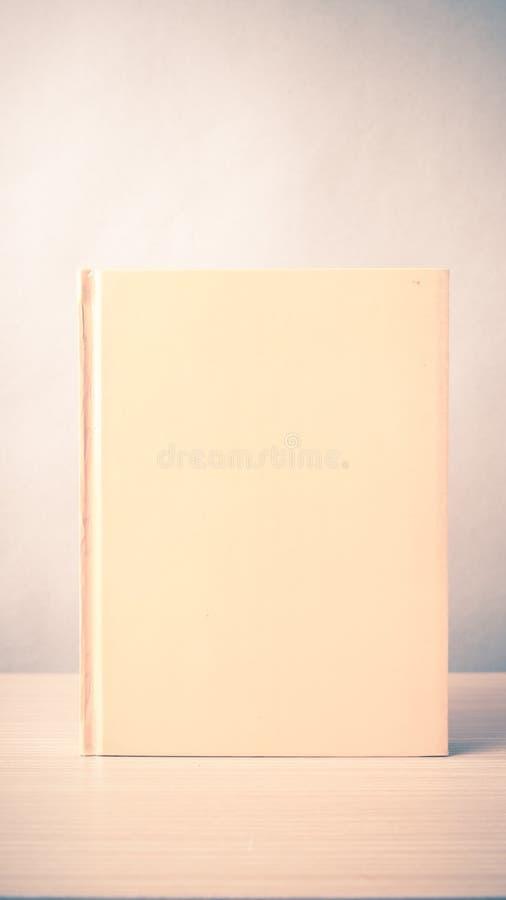 Download Livre orange image stock. Image du blanc, orange, livre - 56489597