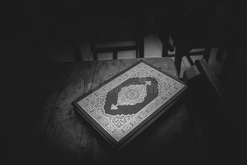Livre sacré du ` de Qur images libres de droits
