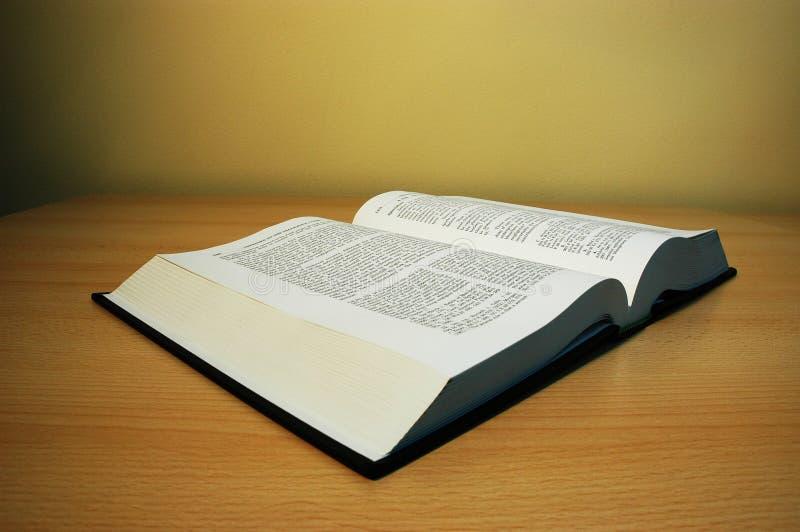 Livre sur la table image libre de droits