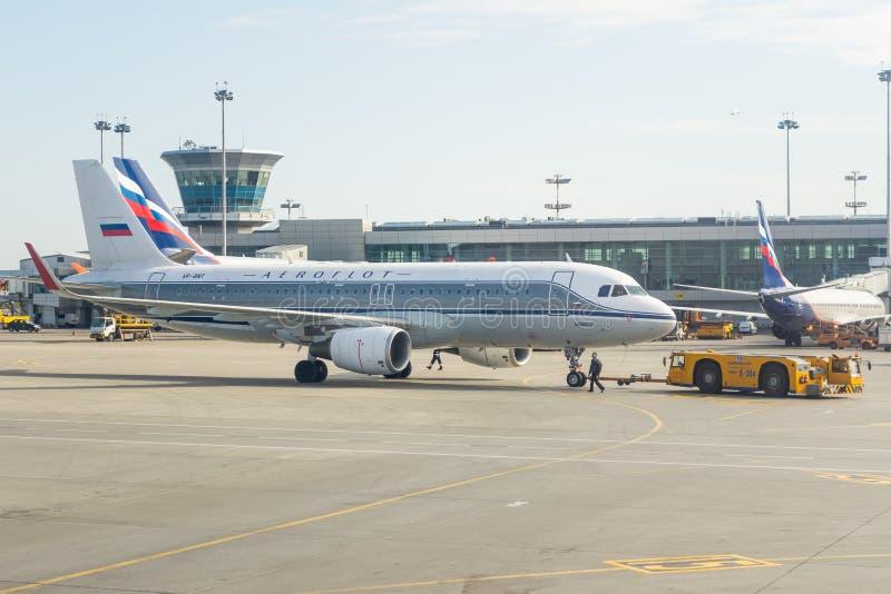 Livree Airbusses a-320 Retro- Aeroflot-Russe-Fluglinien Russland, Moskau, Flughafen Sheremetyevo 20. April 2018 lizenzfreie stockfotos