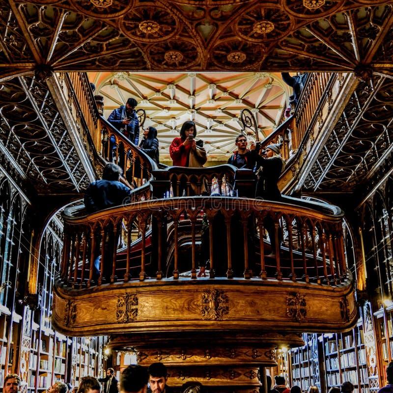 Livreria Lello Porto één van de oudste bibliotheek in Europa De schoonheid van architectuur royalty-vrije stock foto's