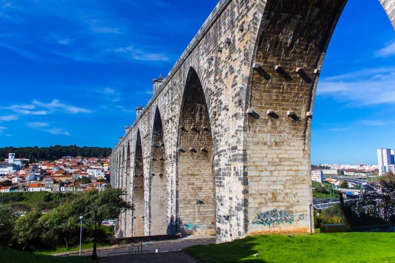 Livres Aguas мост-водовода в Лиссабоне стоковое фото