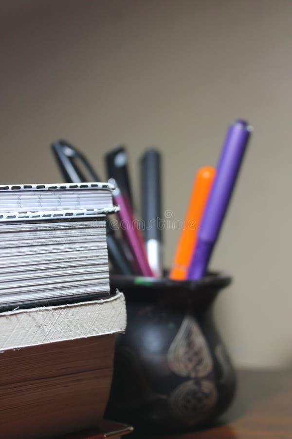Livres ainsi que stationnaire pour le papier peint photo libre de droits