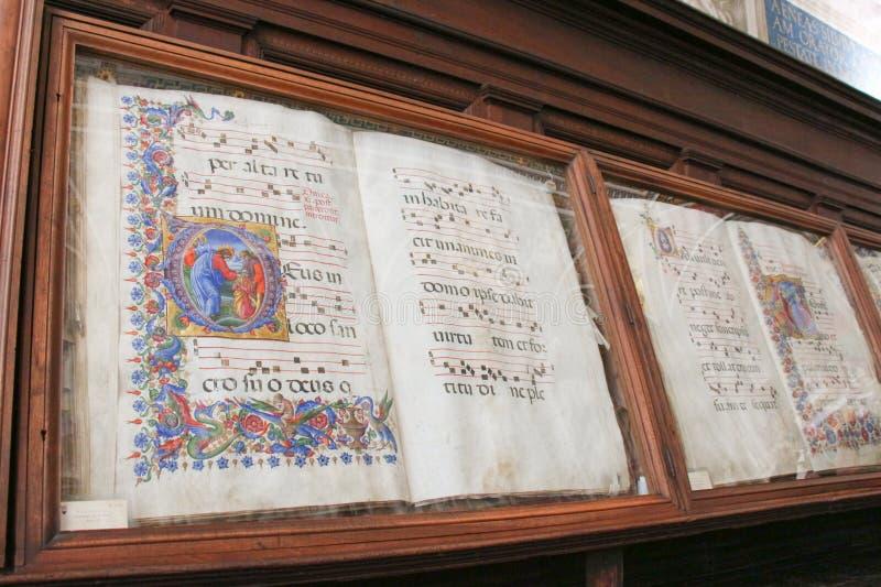 Livres antiques dans le biblioteca Piccolomini de Siena Cathedral Duomo, Sienne, Toscane, Italie photo stock
