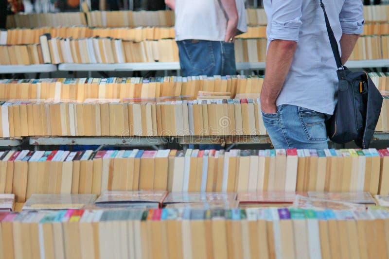 Livres au marché de livre image libre de droits