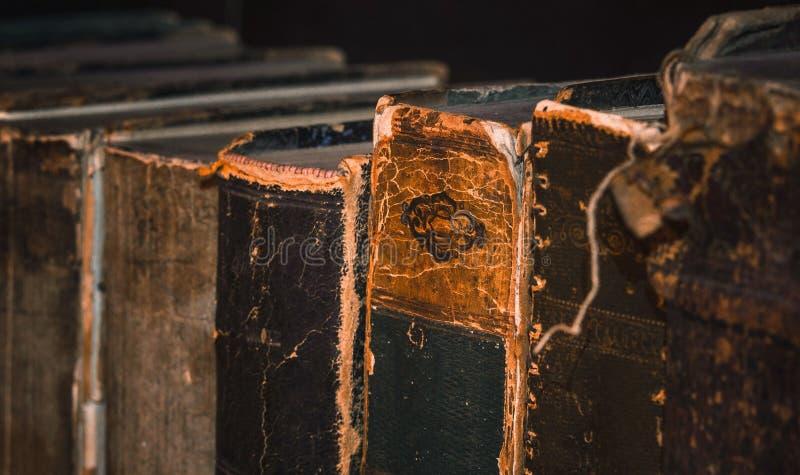 Livres 5 d'antiquité images libres de droits