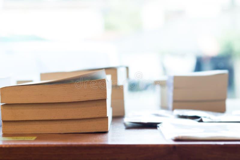 Livres dans la librairie photos libres de droits