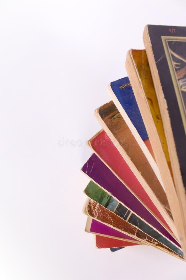 Livres de livre broché dans la pile spiralée photo libre de droits