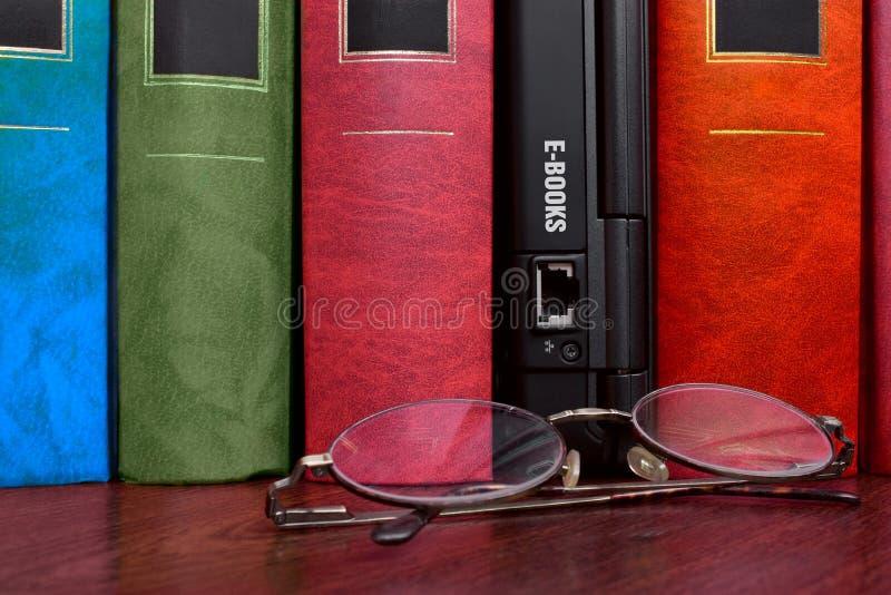 Livres et e-livres photographie stock