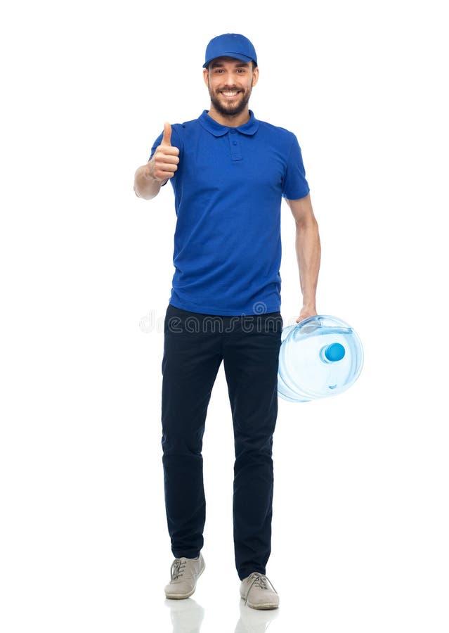 Livreur heureux avec la bouteille de l'eau images stock