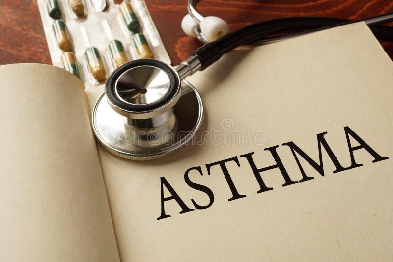 Livro com a asma do diagnóstico fotografia de stock
