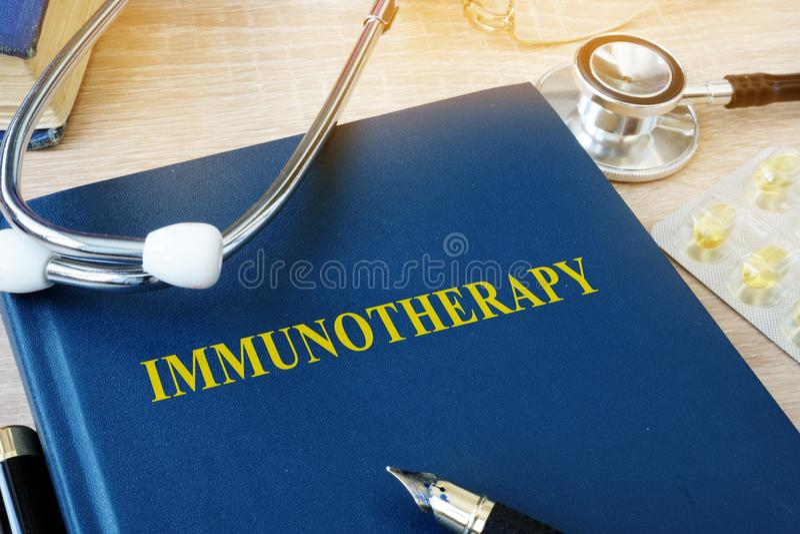 Livro com imunoterapia do nome imagens de stock royalty free