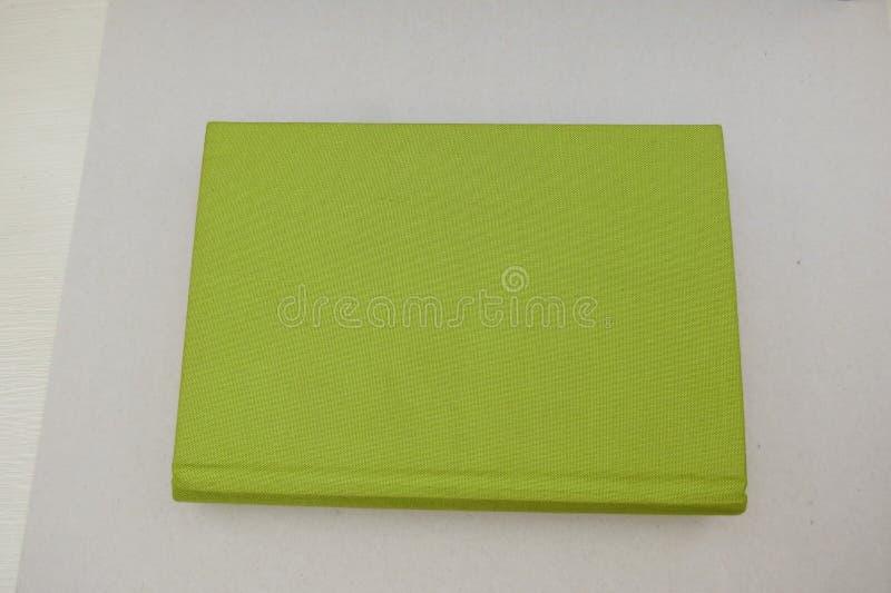 Livro com tampa de tela verde imagem de stock