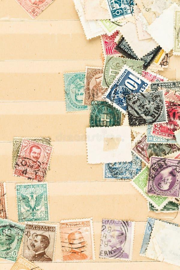Livro conservado em estoque do vintage com selos velhos imagem de stock